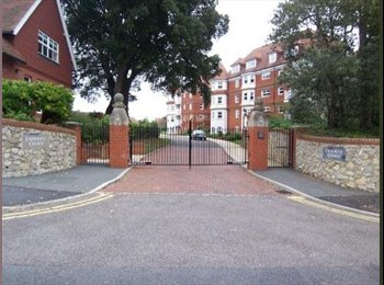 EasyRoommate UK - Welcome to our Home 10 minutes walk into town - Eastbourne, Eastbourne - £450