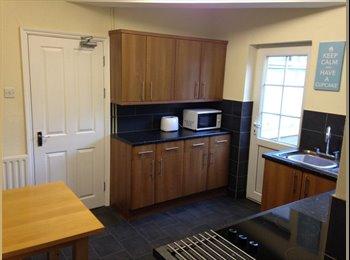 EasyRoommate UK - Beautiful, En suite Room - Far Cotton, Northampton - £440
