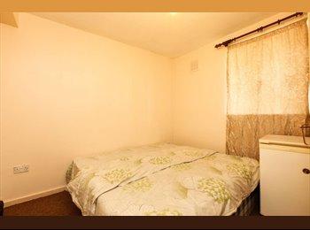 EasyRoommate UK - 1 bedroom flat for rent in Barden Road, Eastbourne - Eastbourne, Eastbourne - £450