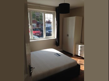 EasyRoommate UK - 2 Double rooms for rent in Keynsham - Keynsham, Bristol - £300
