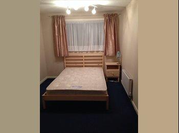 EasyRoommate UK - Double room to rent - Bewbush, Crawley - £450