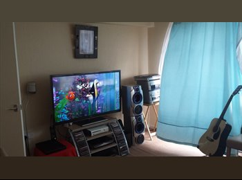 EasyRoommate UK - ONE SPARE ROOM in 2 bedroom flat - £300 PMC bills - Whitechurch, Cardiff - £300