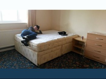 EasyRoommate UK - Large Double Ensuite Room Available in House Share - Cowley, Oxford - £550