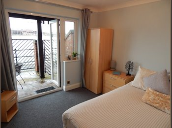 EasyRoommate UK - Ocean Village Double Room with Incredible View - Southampton, Southampton - £385