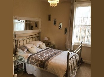 EasyRoommate UK - Double room available in central Hove - Hove, Brighton and Hove - £500