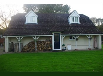 EasyRoommate UK - LARGE DETACHED ANNEX WITH DOUBLE BEDROOM - Ruckinge, Ashford - £700