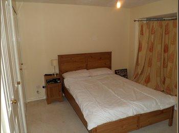 EasyRoommate UK - King size room with Ensuite sky tv Fibre broadband - Keighley, Bradford - £380