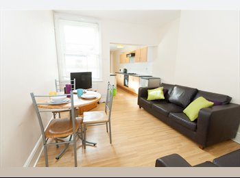 EasyRoommate UK - Double Rooms in Professional House Share - Lincoln, Lincoln - £368