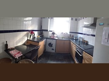 EasyRoommate UK - Lovely fully furnished spacious double room! - Elephant and Castle, London - £737