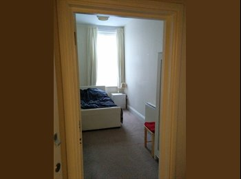 EasyRoommate UK - Large Double Room - Parkstone, Poole - £350