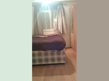 EasyRoommate UK - Small Double room avaliable in High Barnet - Barnet, London - £480
