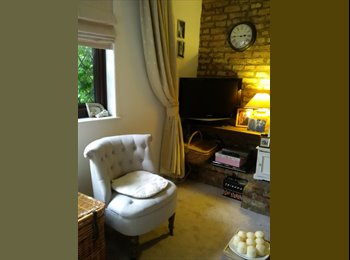 EasyRoommate UK - Double Room | Cottage Local Residential Area - Hillingdon, London - £450