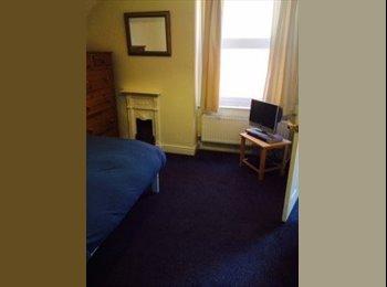 EasyRoommate UK - Female roommate wanted for family home - Nottingham, Nottingham - £400