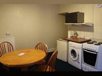 EasyRoommate UK - Large Beeston Houseshare Available. - Beeston, Leeds - £270