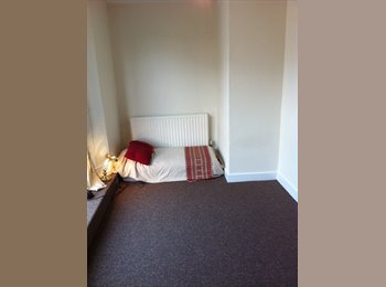 EasyRoommate UK - Great location large Double Room - Brighton, Brighton and Hove - £430