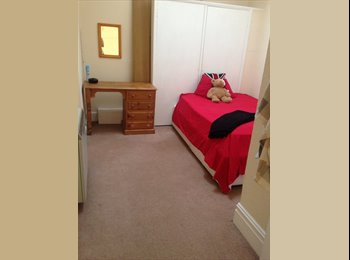 EasyRoommate UK - TOWN CENTRE double room w/ bills & wifi  - Boscombe, Bournemouth - £440