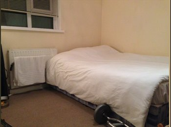 EasyRoommate UK - **FEMALE FLATSHARE ONLY** - Kilburn, London - £590