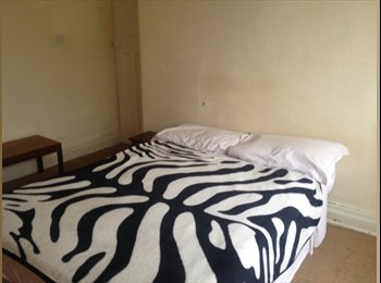 EasyRoommate UK - Large double bedroom available in a shared house-i - Whalley Range, Manchester - £350
