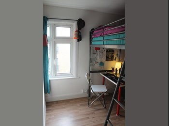 EasyRoommate UK - Specious & Bright Single Room 160pw - Old Street - Islington, London - £693