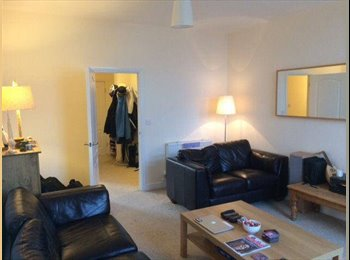 EasyRoommate UK - Beautiful flat located on wood street - Swindon Town Centre, Swindon - £390