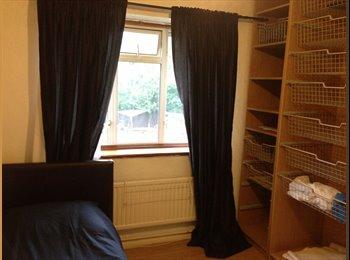 EasyRoommate UK - Large single room available - Northolt, London - £433