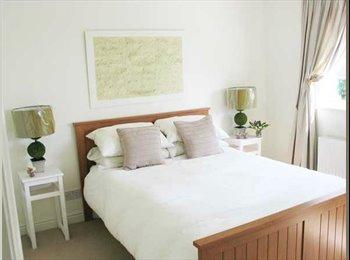 EasyRoommate UK - MASSIVE Double Room in West Kensington - West Kensington, London - £650