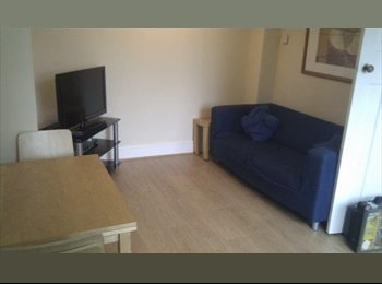 EasyRoommate UK - Double room to rent in Headingley - Leeds, Leeds - £360