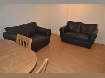 EasyRoommate UK - A ground floor with parking - Roath, Cardiff - £300