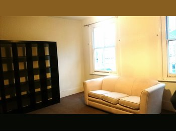 EasyRoommate UK - Lge Double Bedroom Flatshare for Couple, Wimbledon - Wimbledon, London - £1095