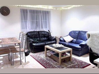 EasyRoommate UK -  Room in a spacious clean 2-bed flat - Loughborough, Loughborough - £350