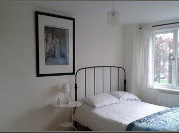 EasyRoommate UK - Spacious, modern room available immediately - Chingford, London - £480
