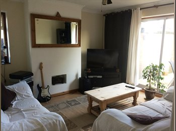 EasyRoommate UK - Double rooms available in modern house. - Feltham, London - £430
