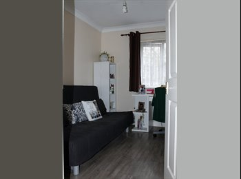 EasyRoommate UK - Single bedroom in 2 bed room flat - Lee, London - £550