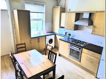EasyRoommate UK - Large room to let in Headingley NOW! - Headingley, Leeds - £394