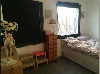 EasyRoommate UK - LARGE DOUBLE ROOM IN LOVELY 2 BED HOUSE SHARE - Southsea, Portsmouth - £460