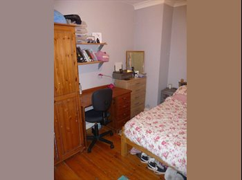 EasyRoommate UK - Bright Double Room Close to Both Universities - Moulsecoomb, Brighton and Hove - £390