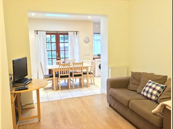 EasyRoommate UK - Double room in amazing house - East Acton - Shepherds Bush, London - £584
