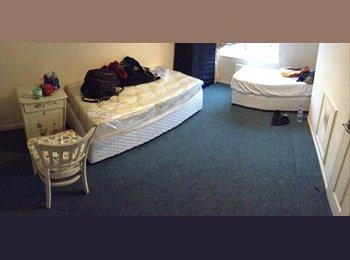 EasyRoommate UK - Twin room £70 p/w each one  - Barking, London - £595