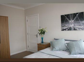 EasyRoommate UK - Bright and Spacious Rooms in Ashford - Ashford, London - £715