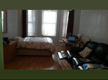 EasyRoommate UK -  Massive room in Surrey Quays Canada Water - Surrey Quays, London - £750