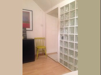 EasyRoommate UK - Loft, own bathroom rent - Brixton, London - £700