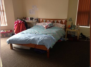 EasyRoommate UK - ROOM AVAILABLE CLOSE TO COVENTRY UNIVERSITY - Hillfields, Coventry - £80