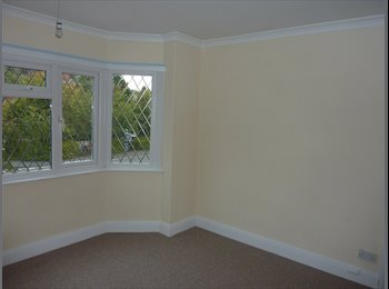 EasyRoommate UK - Spacious Self Contained 2 Double bedroom house - Aldershot, Hart and Rushmoor - £500
