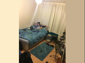 EasyRoommate UK - Two double rooms available in Fallowfield - Fallowfield, Manchester - £303