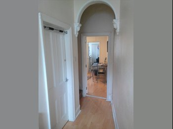 EasyRoommate UK - Large double bedroom near the centre of Beeston - Beeston, Nottingham - £175
