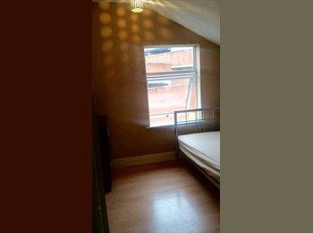 EasyRoommate UK - 2 single rooms-4 bedroom townhouse-Northampton - Northampton, Northampton - £282