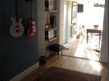 EasyRoommate UK - Female housemate wanted (25-35) - Charminster, Bournemouth - £500