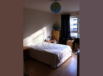 EasyRoommate UK - Huge ,light room in Shadwell with balcony! - Tower Hamlets, London - £607
