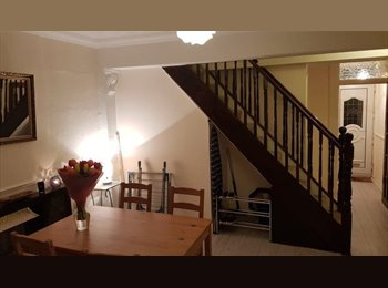 EasyRoommate UK - 2 Double Rooms and 1 Single - Plaistow, London - £500