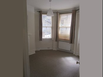 EasyRoommate UK - Double room available in a recently renovated Mansion Block - Fulham, London - £950
